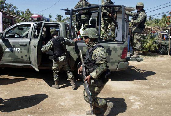 Soldados mexicanos en la zona donde se produjo la agresión.