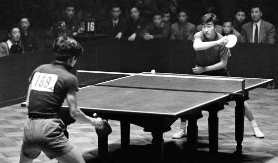 Zhuang Zedong, al fondo, en una imagen de 1961 facilitada por la agencia china Xinhua.