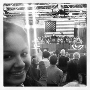La estudiante Ámbar Pinto en un discurso reciente del presidente Obama.