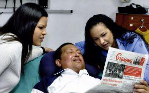 Imagen difundida por el Gobierno venezolano el pasado 15 de febrero de Chávez en un hospital de La Habana (Cuba).