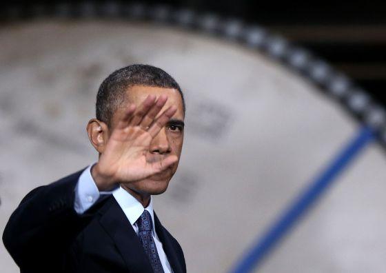 Barack Obama, durante su visita de hoy a un astillero de Virginia.