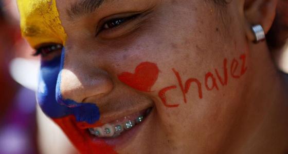 Jóvenes seguidores de Chávez marchan en Caracas
