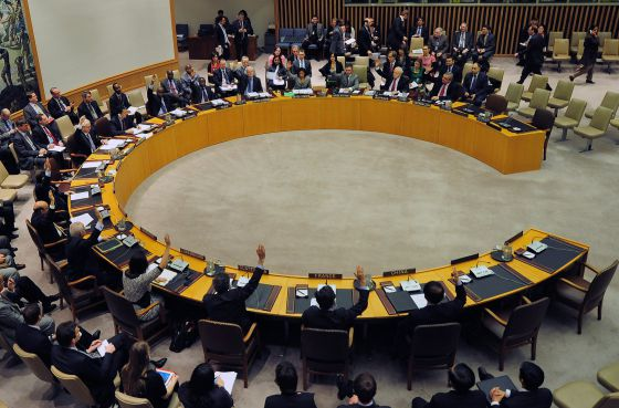 Los miembros del Consejo de Seguridad de Naciones Unidas votan la adopción de sanciones contra Corea del Norte.