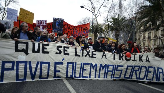 Manifestación contra los ajustes impuestos por la troika, el 2 de marzo en Lisboa.