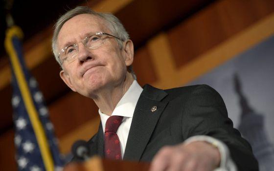El líder de la mayoría demócrata en el Senado, Harry Reid durante una rueda de prensa en Washington.