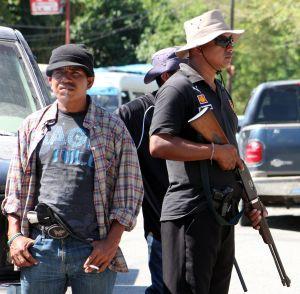 Hombres armados en la comunidad de Tierra Colorada (Guerrero, México).