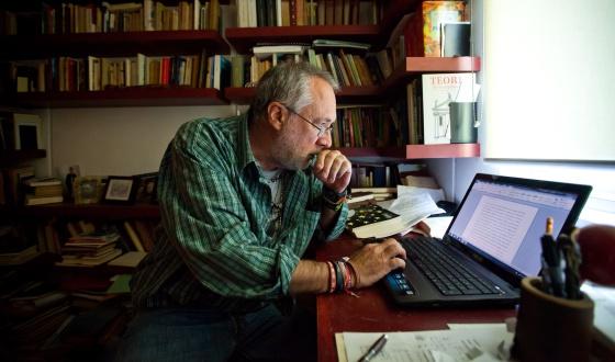 Javier Sicilia, en el despacho de su casa en Cuernavaca.