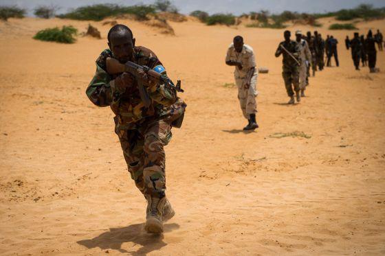 Soldados somalíes en un ejercicio de entrenamiento. La ONU ha levantado parcialmente el embargo de armas al país.