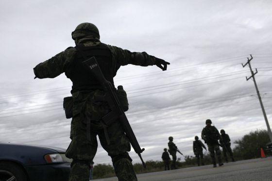 Un soldado en un retén en San Fernando, en Tamaulipas.