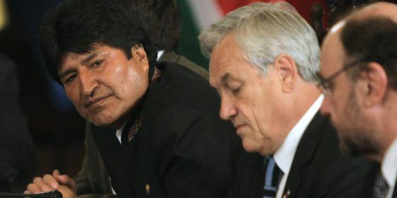 El presidente de Bolivia, Evo Morales (izq.), y su homólogo chileno, Sebastián Piñera (c), el pasado 18 de abril.