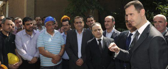 Bachar el Asad (derecha), el miércoles, en una rara aparición pública.