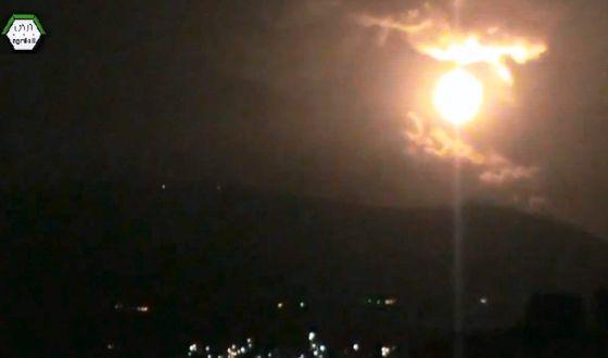 Una imagen del ataque nocturno contra Damasco, distribuida por Shaam News Network (SNN)