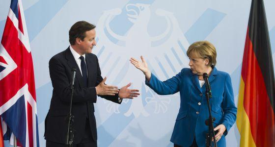 David Cameron (derecha) y Angela Merkel en una rueda de prensa en Berlín en junio de 2012.