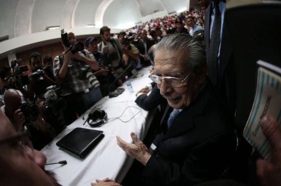 Ríos Montt, ante el tribunal.