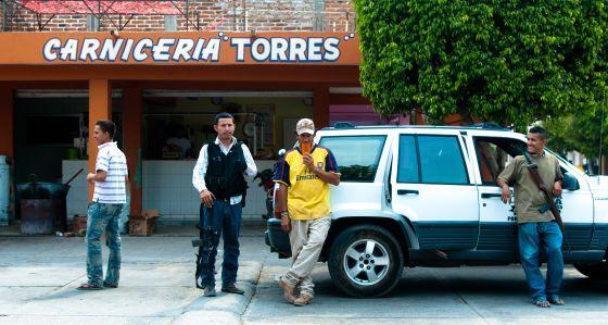Grupos de autodefensa ciudadana patrullan en La Ruana.