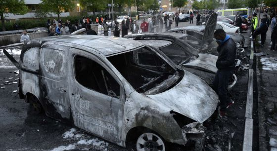 Suecia. Luchas en suburbios de inmigrantes. Sucialismo y Estado del malestar. 1369385330_722276_1369385546_noticia_normal