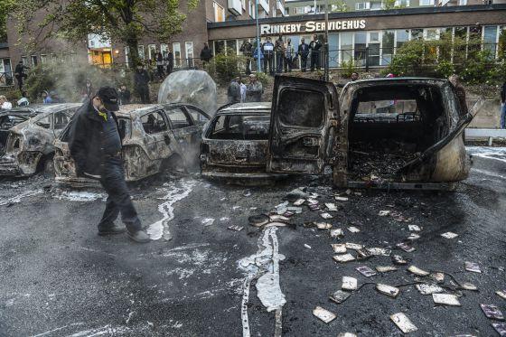 Suecia. Luchas en suburbios de inmigrantes. Sucialismo y Estado del malestar. 1369514970_176828_1369515228_noticia_normal
