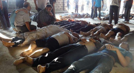 Imagen difundida por la oposición de víctimas del posible ataque químico en Damasco.