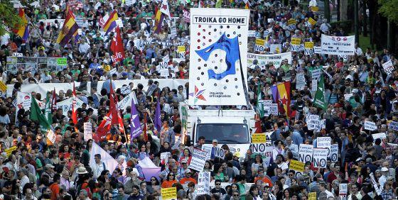 La manifestación de Madrid contra la troika transcurre por el paseo de la Castellana.