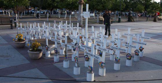 Memorial por los 49 niños muertos en la guardería.