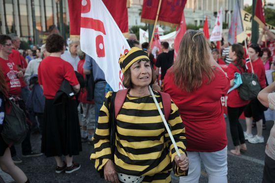 Una manifestante, en una marcha contra la austeridad en Atenas del pasado día 8.