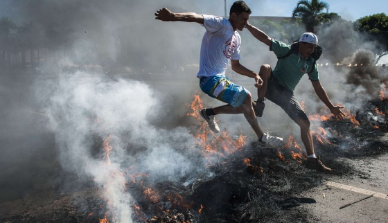 Las protestas por el precio del transporte llegan a Brasilia y rozan el fútbol