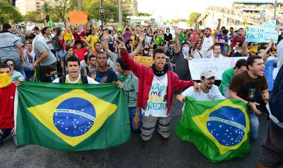 Las protestas en Río llevan miedo y violencia al Maracaná