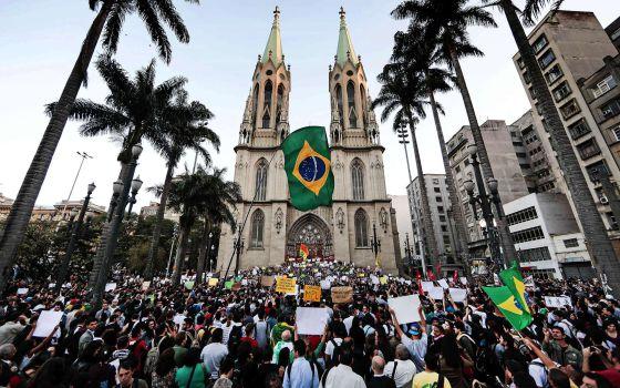 Concentración estudiantil en Praca da Se, São Paulo, este martes.