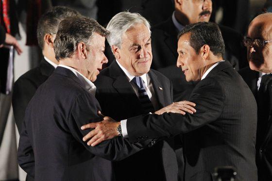 De izquierda a derecha, los presidentes de Colombia, Chile y Perú, en Lima el pasado abril.