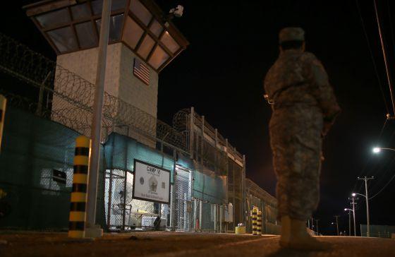 Entrada al Campo 6 de Guantánamo, al este de la isla de Cuba. rn