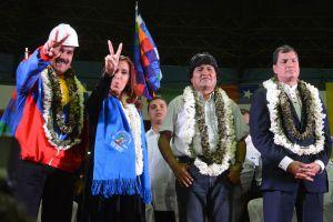 De izquierda a derecha, Maduro, Fernández, Morales y Correa, durante la reunión de urgencia en Cochabamba para solidarizarse con Bolivia.