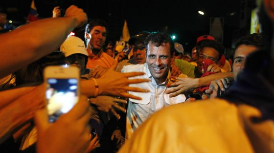 Capriles en un acto con seguidores en Caracas el pasado 14 de abril.