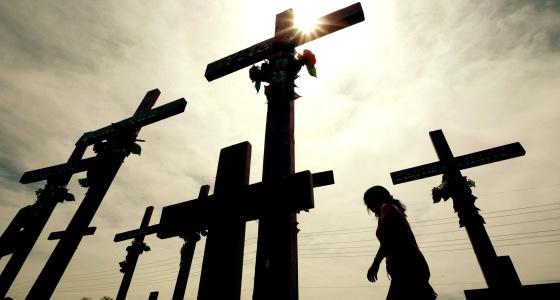 Cruces erigidas en memoria de las asesinadas en Ciudad Juárez.