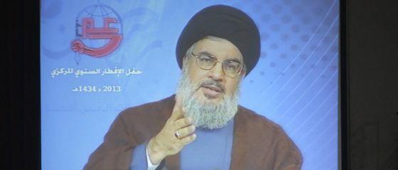 El líder de Hezbolá, Hasan Nasralá se dirige a sus seguidores a través de video conferencia durante el iftar, la ruptura del ayuno durante el mes de Ramadán.