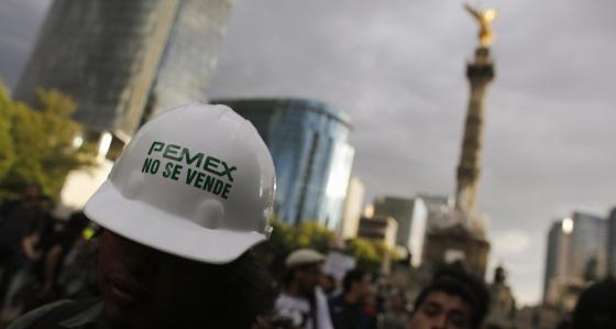 Una manifestación en México DF contra la privatización de Pemex.