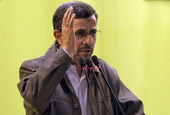 El presidente saliente Ahmadineyad este jueves al despedirse.