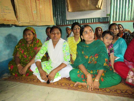Un grupo de mujeres de las redes de ayuda.