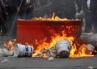 Peña Nieto intenta recuperar la iniciativa cercado por las protestas