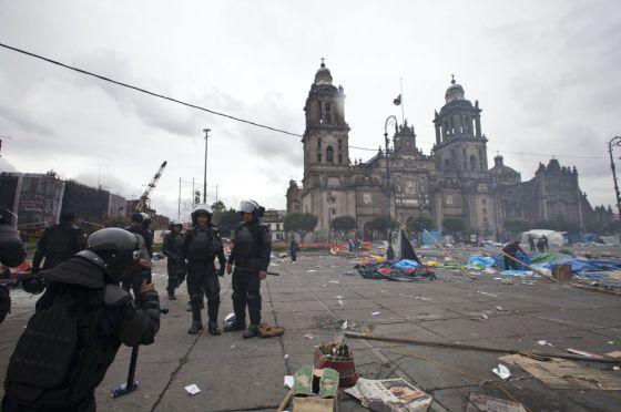 Aspecto del Zócalo después del desalojo.rn
