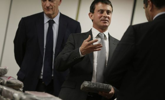 French Interior Minister Manuel Valls holds cocaine that was confiscated at Charles De Gaulle International Airport.