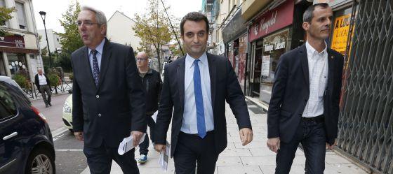 El vicepresidente del Frente Nacional, Florian Philippot (centro), hace campaña electoral en la localidad de Forbach, al este de Francia.