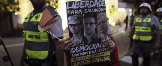 Un estudiante de la Universidad de Sao Paulo aooya a Snowden.