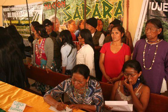 Rueda de prensa de representantes indígenas en Quito.