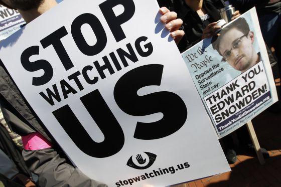 Una protesta contra el espionaje de EE UU afuera del Capitolio.