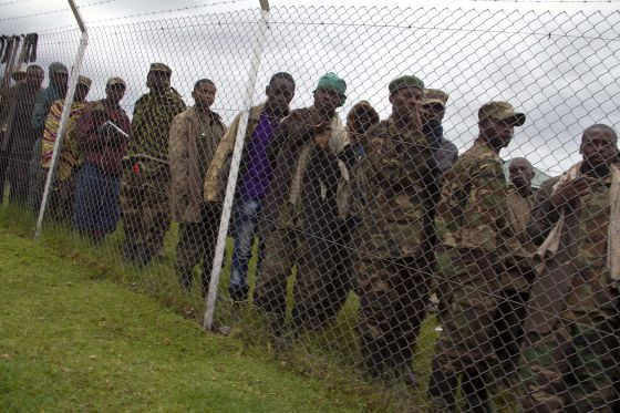 Rebeldes congoleños del M23 se rinden en rugwero al Ejército ugandés, el viernes.
