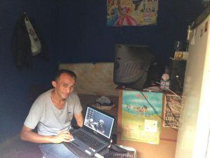 Jorge Ramos se conecta a Internet desde su favela.