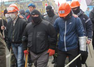 El grupo de encapuchados que asaltó el Ayuntamiento, infiltrado en la marcha.