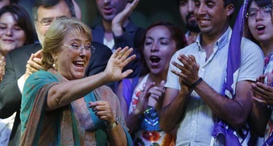 Bachelet celebra la victoria en las presidenciales.