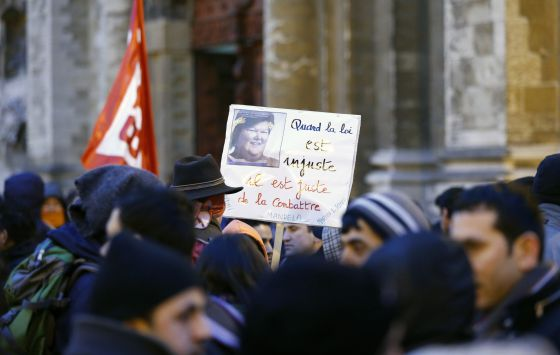 Protesta en Bruselas contra la secretaria de Estado de Inmigración.