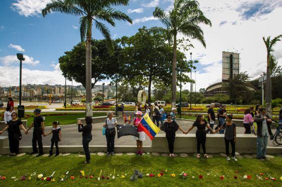 Venezolanos congregados en Caracas contra la inseguridad